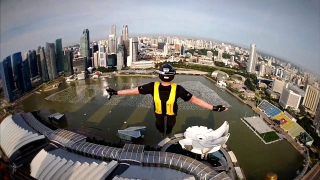 marina-bay-sands-skypark-base-jump-4