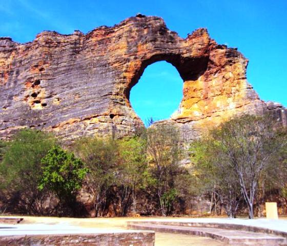 pedra-furada-o-maior-simbolo-do-parque-nacional-75345