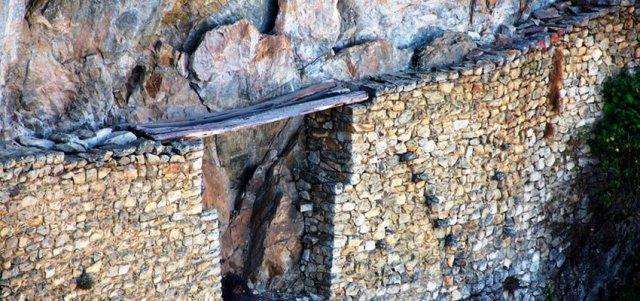 puente-troncos-camino-inca