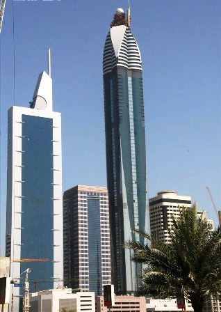 rose_rotana_tower_under_construction_on_4_may_2007_pict_2