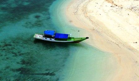 rutong beach Riung