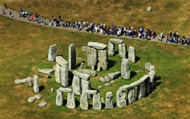 stonehenge_2540465b-e1414848717993