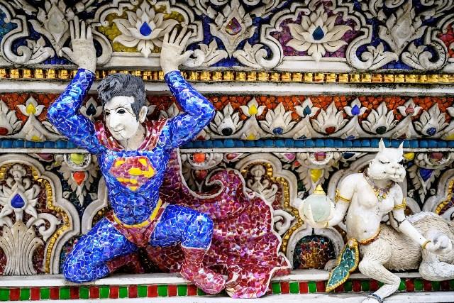 una-figura-de-superman-en___qp8t7_Mf5_0x750__3