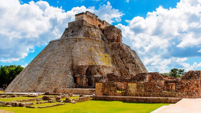 uxmal_pyramid-of-the-magician-1920-1300x731