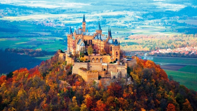 ws_Neuschwanstein_Castle_Autumn_852x480