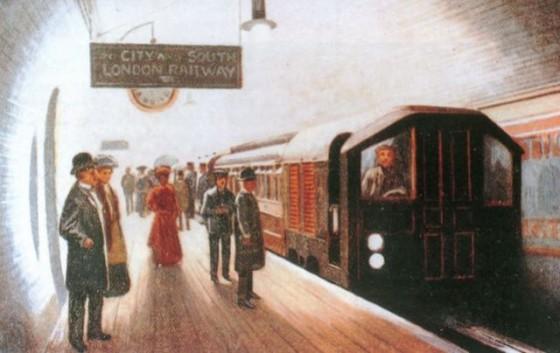 metro de londres aniversario 560x353 - Misterios, casos paranormales y curiosidades del metro de Londres.